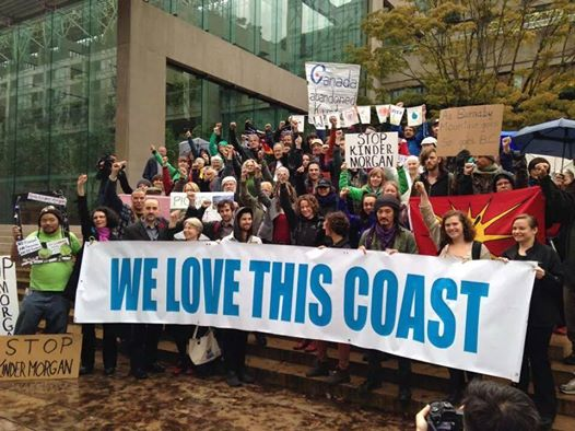 stop-kinder-morgan-with-banner-at-court