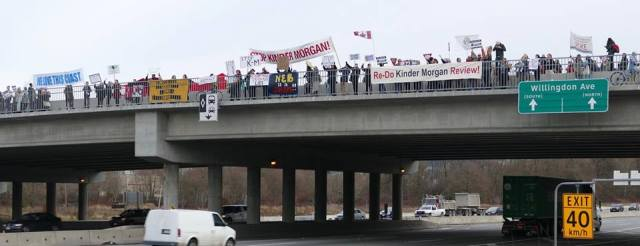 stop-kinder-morgan-neb-on-overpass