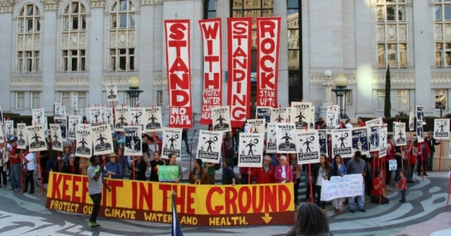 A #NoDAPL solidarity event in Oakland, California earlier this month. (Photo: Peg Hunter/flickr/cc)
