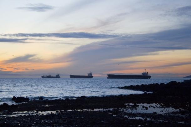 tankers-off-coast-desmog